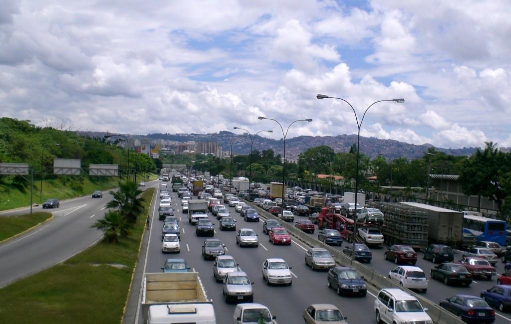 Autopista Francisco Fajardo en Caracas armando iachini