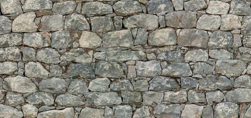 Yamaro explica cuáles son las piedras empleadas en la construcción