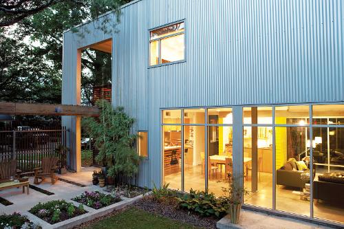 Armando Iachini: Casa con láminas de metal