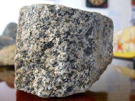 Armando Iachini - El granito es una roca ígnea plutónica que se forma por el enfriamiento de un magma