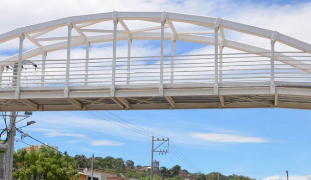 La importancia de los puentes peatonales